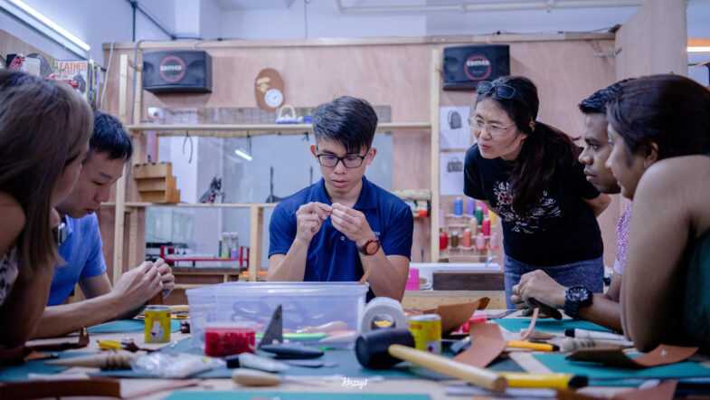 hides-and-thread-private-leathercrafting-workshop-11