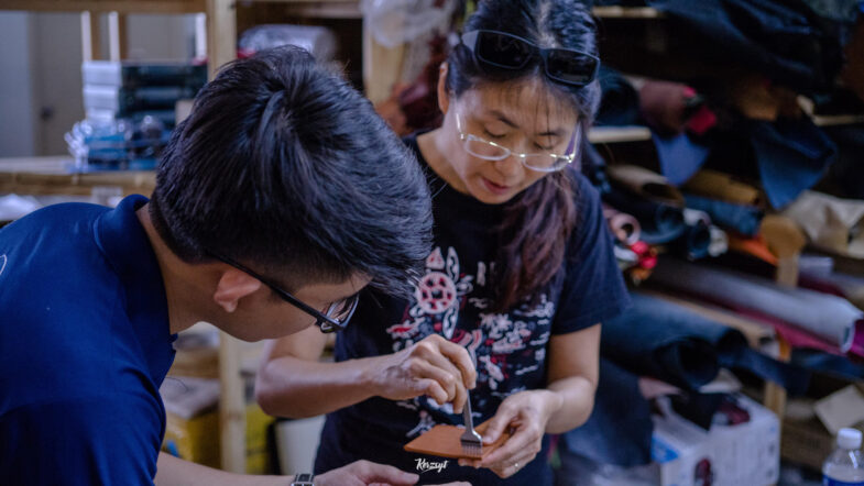 hides-and-thread-private-leathercrafting-workshop-15