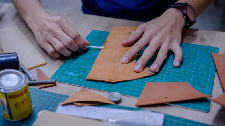 hides-and-thread-private-leathercrafting-workshop-3