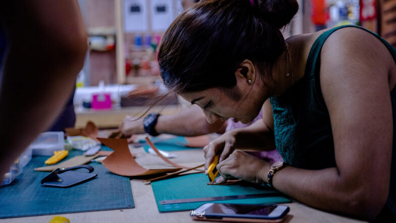 hides-and-thread-private-leathercrafting-workshop-5