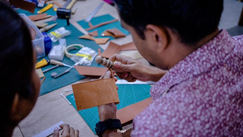 hides-and-thread-private-leathercrafting-workshop-7