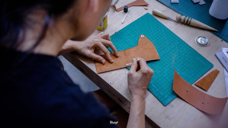 hides-and-thread-private-leathercrafting-workshop-8