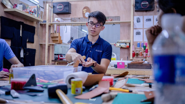 hides-and-thread-private-leathercrafting-workshop-9